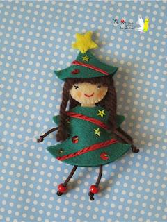 broche-fieltro-árbol-navidad-muñeca