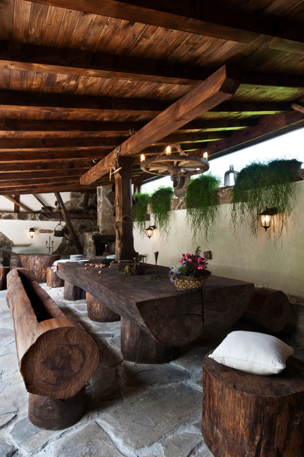 decoracion de patios interiores rusticos:Rustic Outdoor Log Furniture