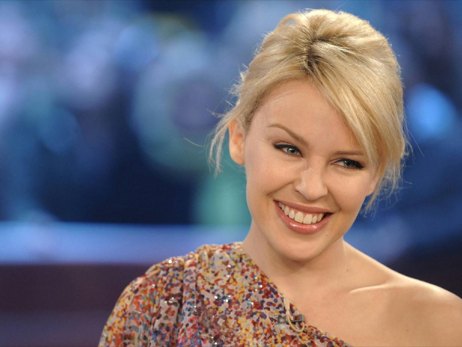 http://2.bp.blogspot.com/-8I44aYOrP4I/UI8MQ5nh8RI/AAAAAAAAcTQ/wpFIouCNIQc/s1600/Kylie_Minogue_interview.jpg