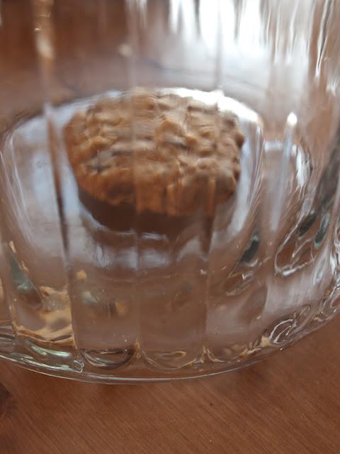 ciastka czekolada orzechy płatki owsiane