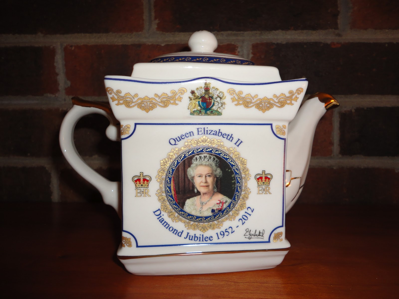 Friendship Tea Queen S Diamond Jubilee Teapot