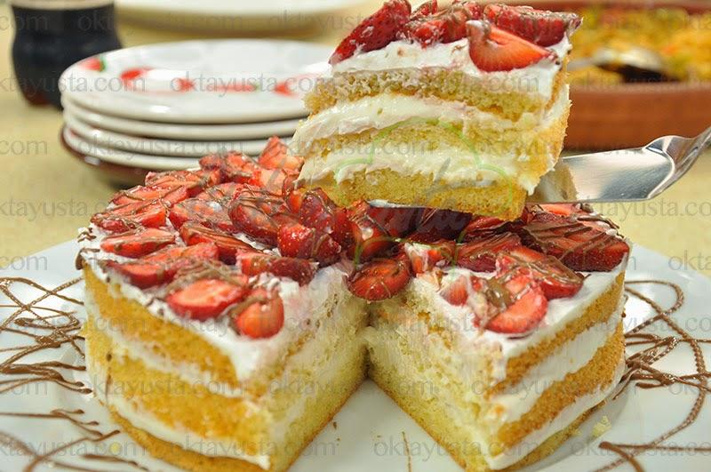 Bademli Çilekli Pasta Tarifi Yapımı