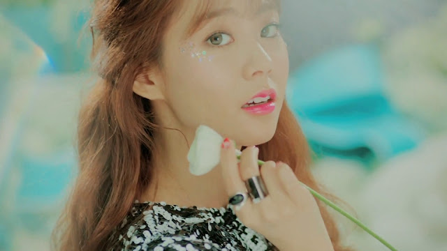 Kara's Seungyeon in Cupid MV