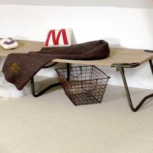 chez les voisins lit de camp. Black Bedroom Furniture Sets. Home Design Ideas