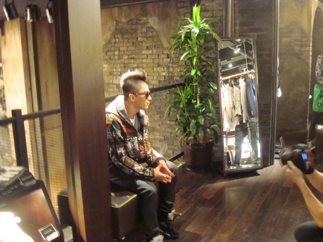 Taeyang  Photos Taeyang-went-shopping-in-japan-without-me-2