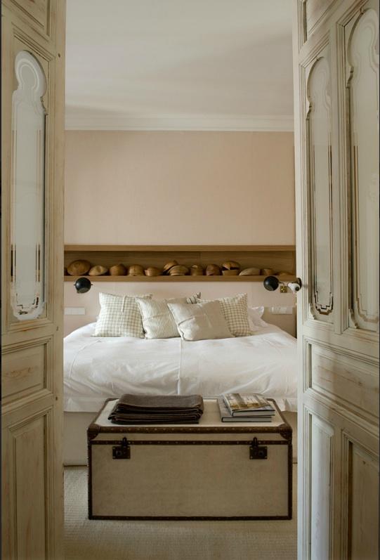 Marta de la rica for Distressed wood interior doors