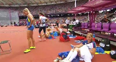 Video Gambar Atlet bogel Salin Seluar Dalam Stadium
