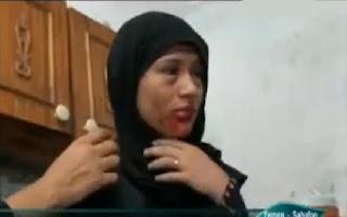حالة طبية نادرة بالفيديو  : فتاة يمنية تتعرق دماً وتبكي حصووات .نسأل الله لها الشفاء .