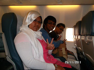 dalam kapal terbang MAS - Fyza , Farik dan Hafiz .