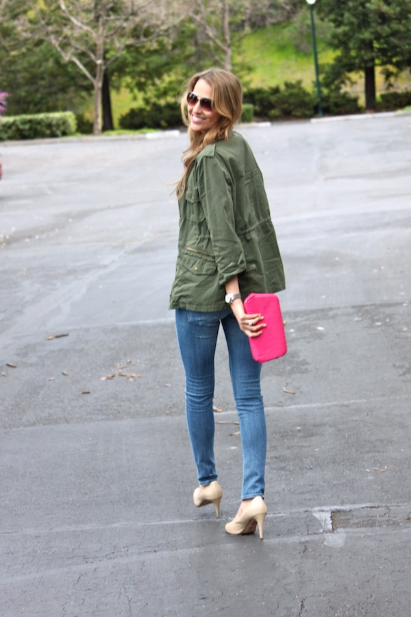Aviators, fatigue jacket, nude pumps & pink clutch