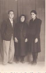 η θειά Μαρία με τα ανήψια της Μιχάλη και Μαρία