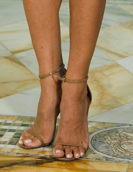 Pamela anderson legs and feet