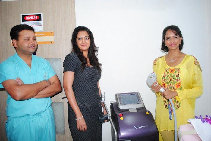 Lakshmi Prasanna @ Livlife Hospitals Function Photo Set - N/W  Lakshmi-Prasanna-at-Livlife-Hospitals_049
