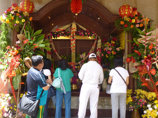 Golden Cross of Binondo Chinatown at Ongpin Street