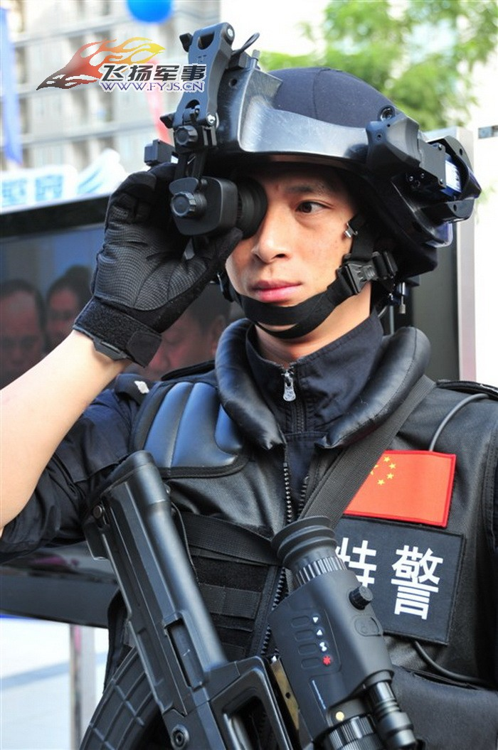 Police Chinoise  Chinese+People%2527s+Liberation+Army+Special+Operations+Forces+Nspecial+services+force+Policemen+from+the+Special+Weapons+and+Tactics+%2528SWAT%2529+team+stand+Chinese+Digital+Soldier+System+technology+at+2011+%25283%2529