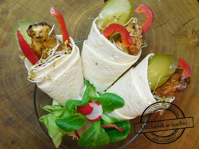 Mini wrapy z kurczakiem tortilla śniadanie do pracy szkoły ucznia przekąska mechanik w kuchni catering menu grillowany grill kurczak chicken bbq roll wrap