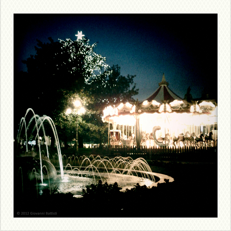 A photo of the fountain of Piazza Bra (Verona) and of an old merry-go-round. Camera: Nexus S and Vignette