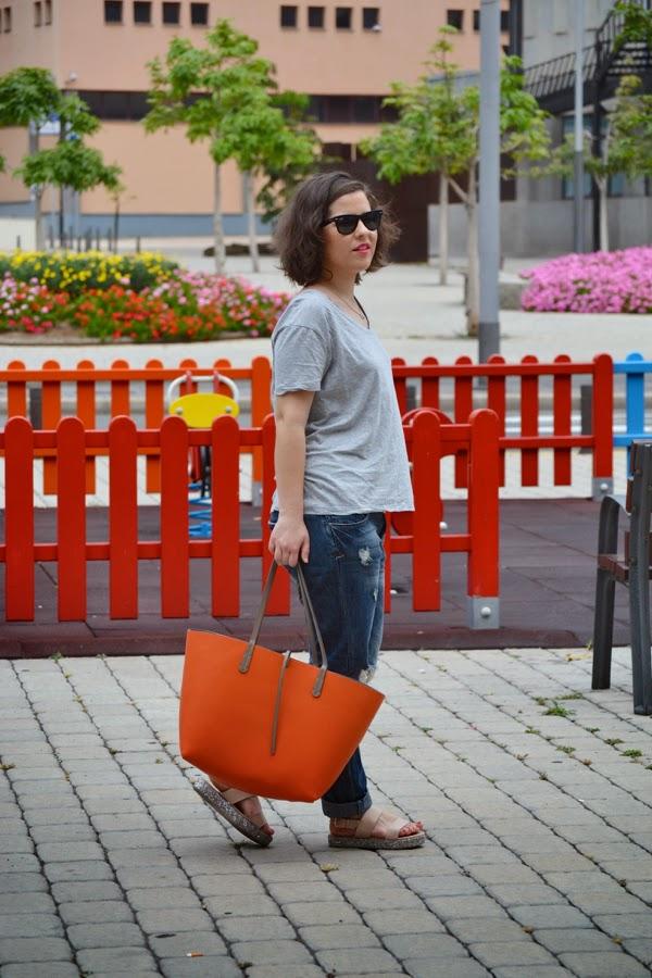 look_boyfriend_jeans_sandalias_purpurina_lolalolailo_04