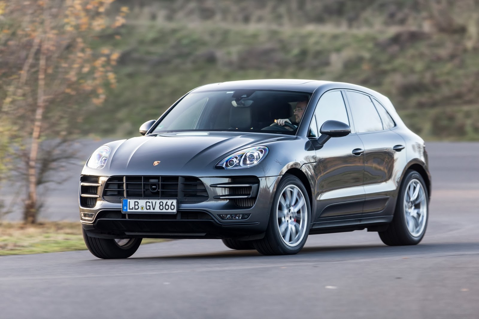 169 Automotiveblogz 2014 Porsche Macan Photos