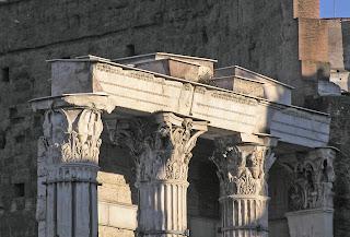Architrave trave orizzontale per sorreggere in una struttura i due elementi portanti