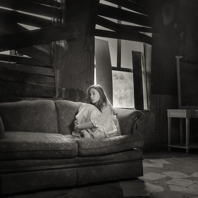 Одиночество в черно-белых фотографиях Кэролайн Хэмптон