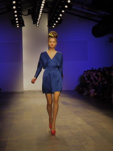 London Fashion Week, London Fashion Weekend, London, Fashion, color blocking, spring, summer, red, blue, shift dress, pumps