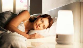 Inilah Bahaya Tidur Dengan Lampu Menyala