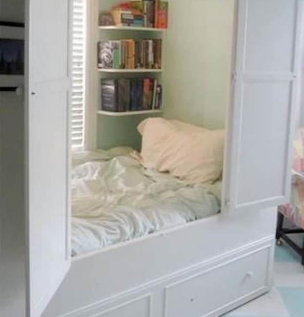 Tempat tidur dalam lemari