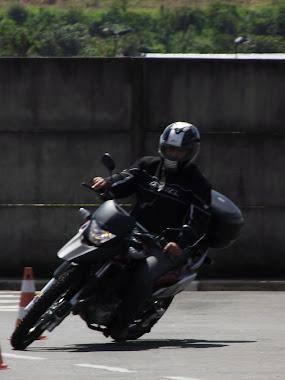 Rogério com sua XRE. Curso dia 25 de Março de 2012.
