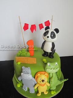 Bolo de aniversário com o Panda e os amigos