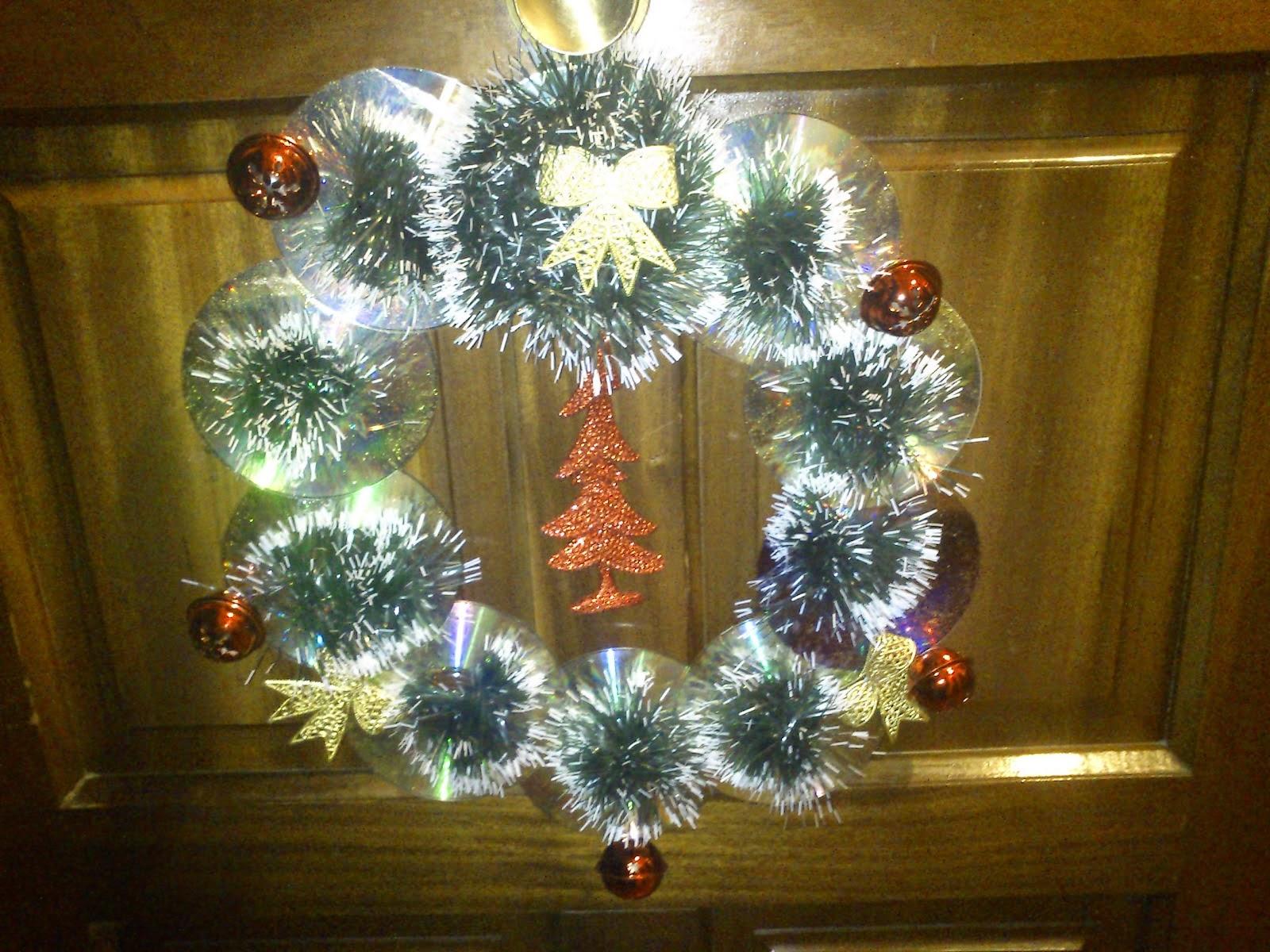 Como hacer una corona navide a con disco compactos reciclados how to do - Como hacer coronas navidenas ...