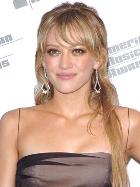 Hilary Duff is simply stunning with pushed-over bangs, piece-y curls around the edges and neatly pinned back bits in front