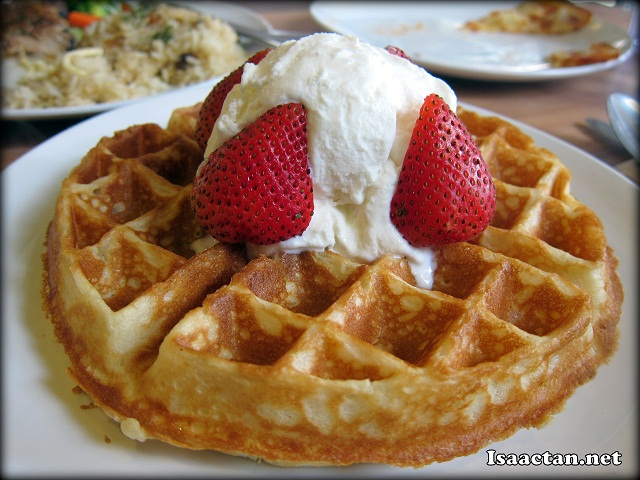 Ice Cream with Strawberry Waffle - RM10.90