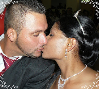 couple's wedding kiss