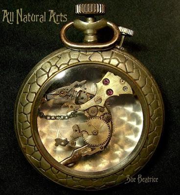 Criatura fantástica en reloj