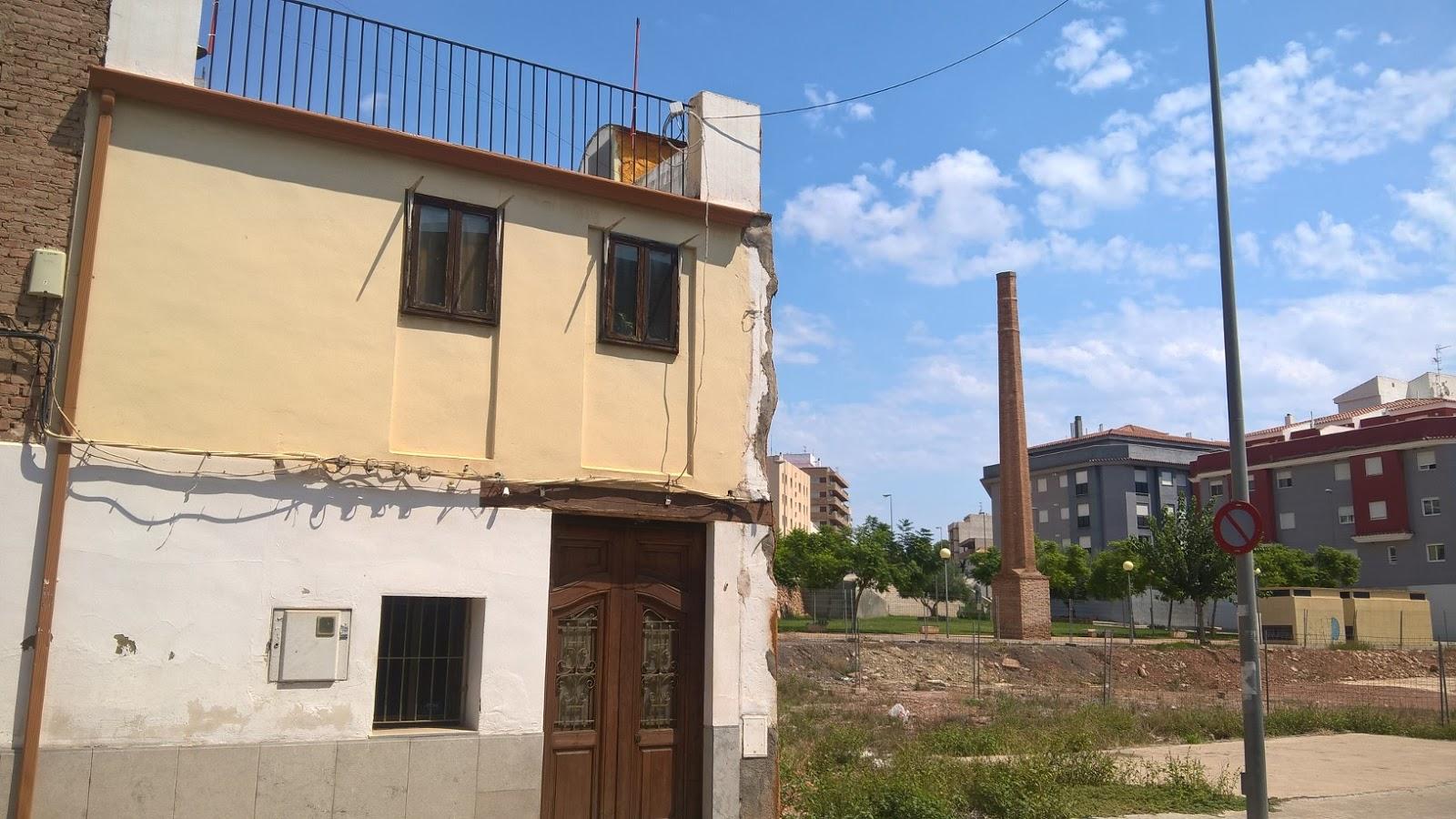 Patrimonio industrial arquitect nico imagen del d a - Chimeneas en castellon ...