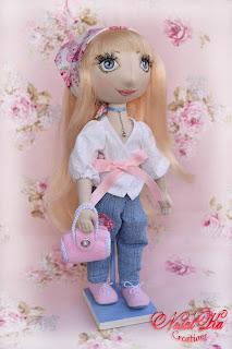 Cloth art doll Anina handmade by NatalKa Creations. Handgemachte Stoffpuppe Anina.
