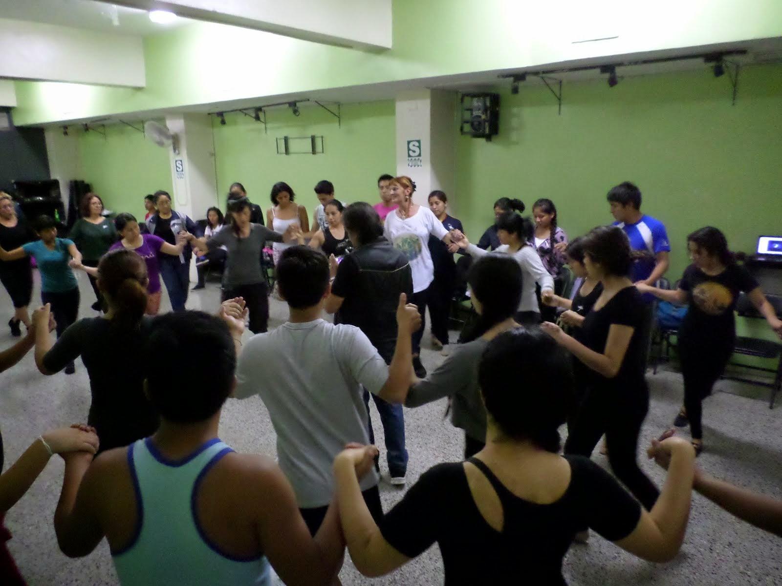 Clase con alumnos de la Escuela Superior de Folklore - Lima, noviembre 2014