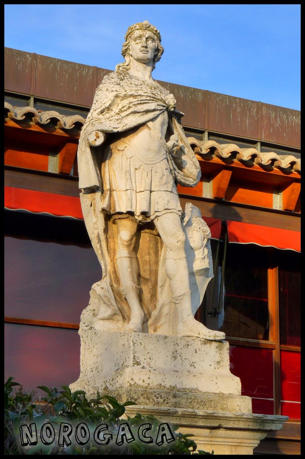 Estatua de  Sisebuto en el paseo homónimo.