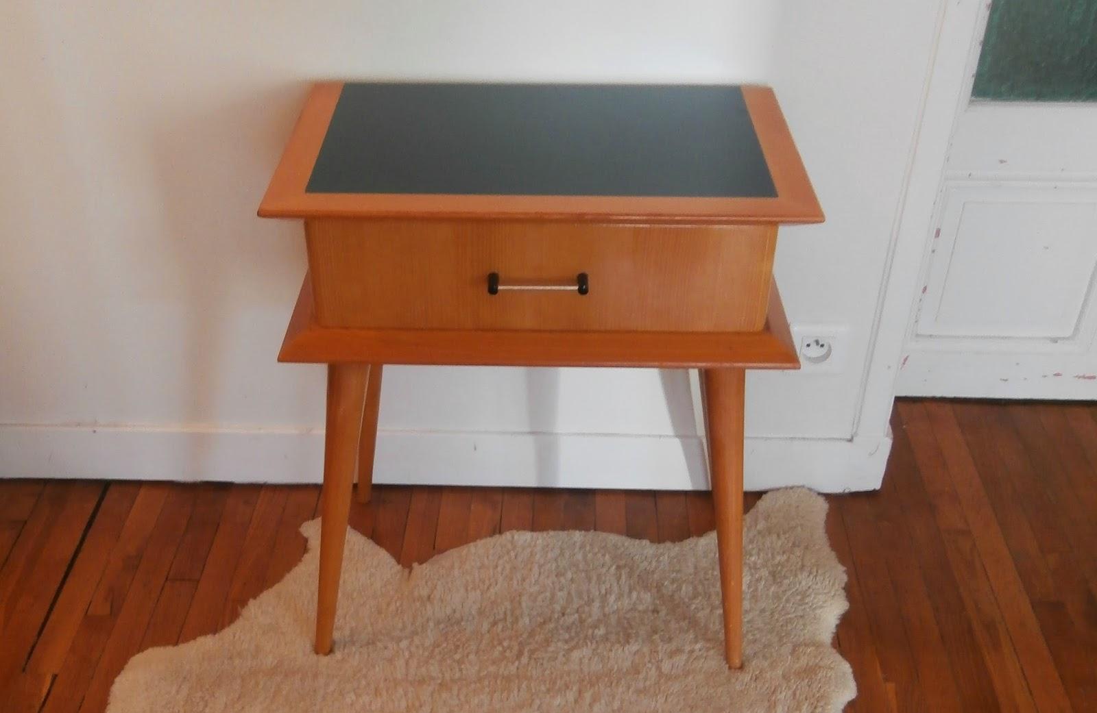 dur e de vie ind termin e table de chevet vintage bleu. Black Bedroom Furniture Sets. Home Design Ideas