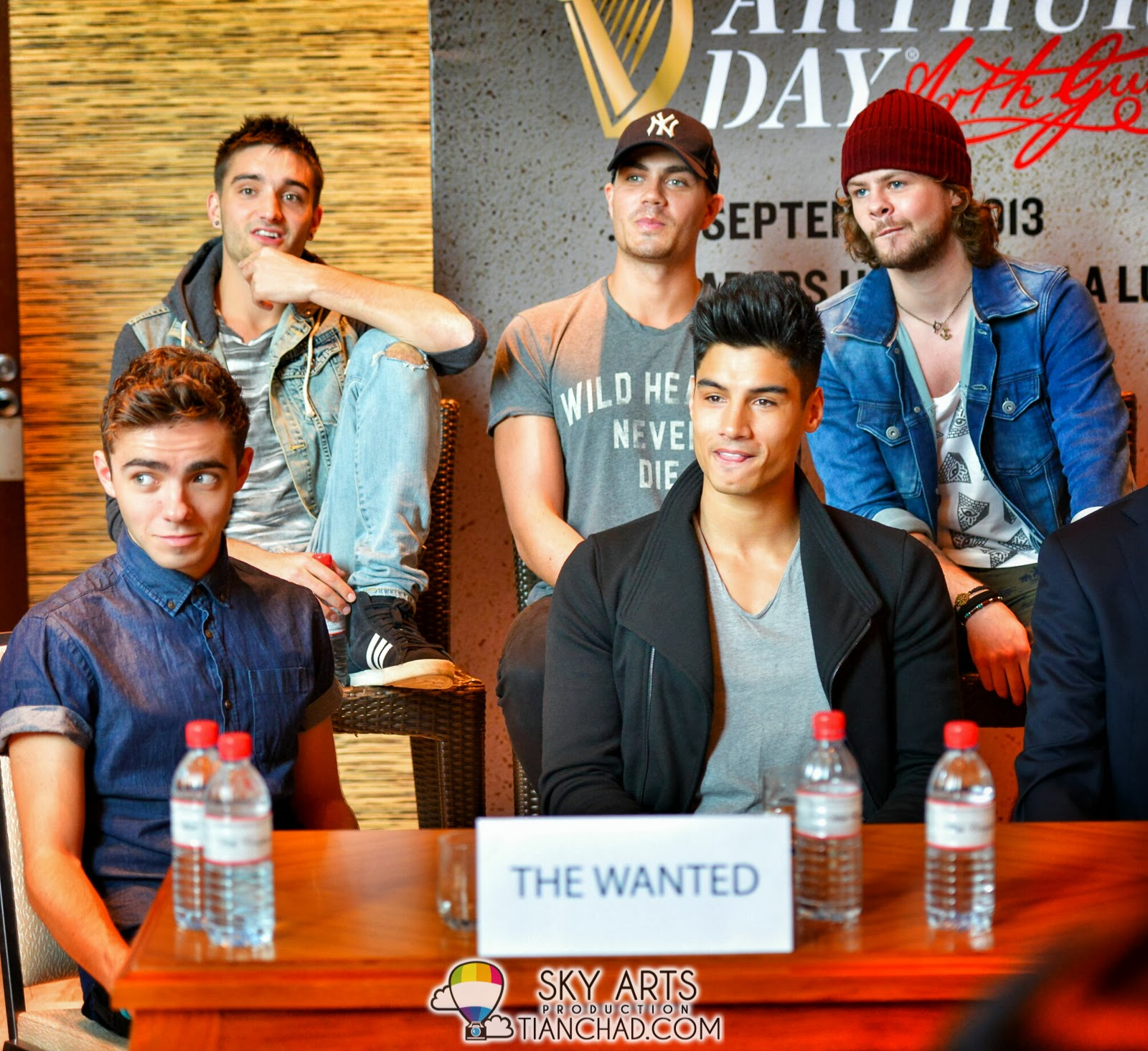 The Wanted All American Rejects Five For Fighting Arthurs Day Blue Circuit Board Wallpaper Pattern Bluecircuit Different Sitting Pose And Expression Malaysia Press Conferencearthursday2013