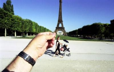 Foto Ilusi Menara Eiffel, kumpulan foto ilusi, foto ilusi