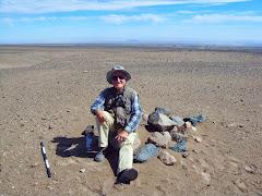 Descansando  un instante  en un mojón señalizador de la ruta inca, Julio 2013.