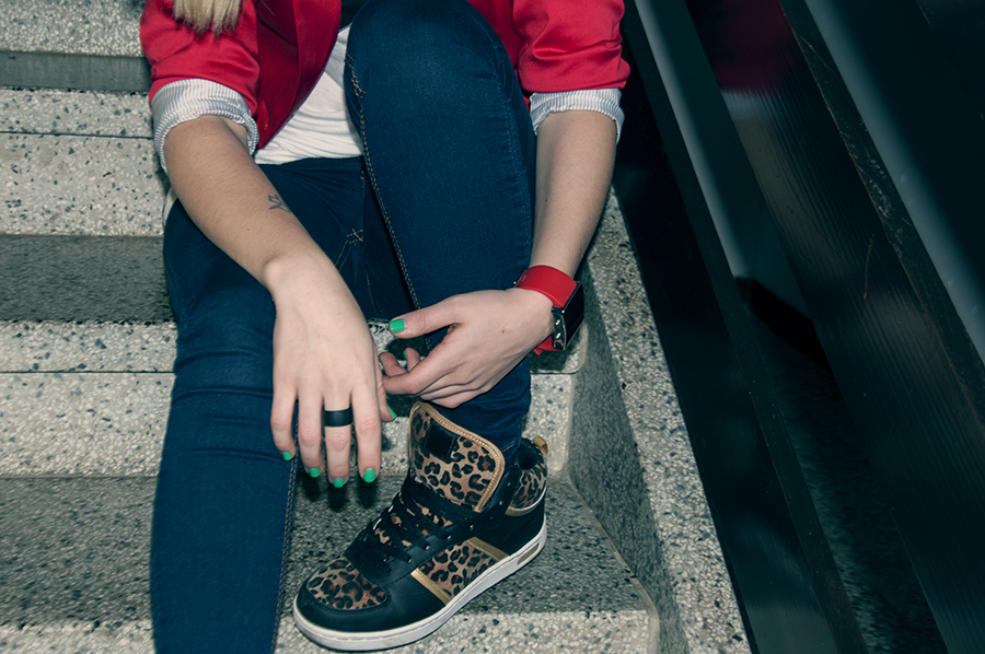 For Peet's Sake blog leopard sneakers skinny jeans red watch green nail polish