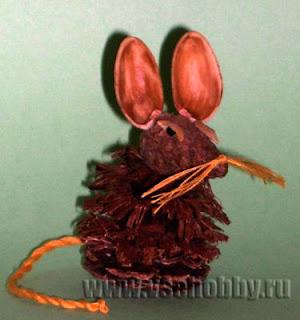 Поделка природного материала-мышка