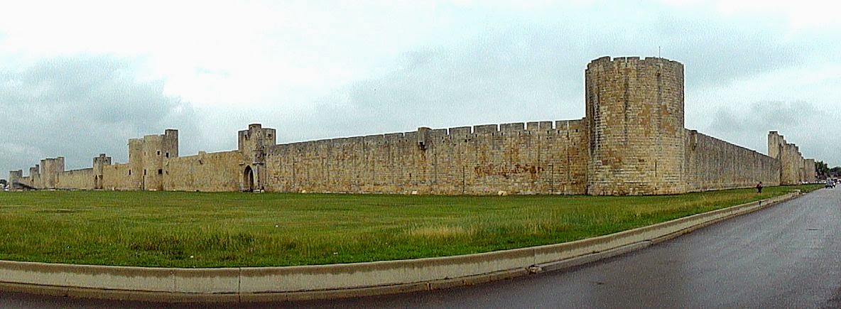 São Luis mandou construir Aigues Mortes como base e porto para as Cruzadas