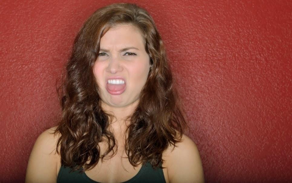 10 tipos de beijo que as mulheres odeiam