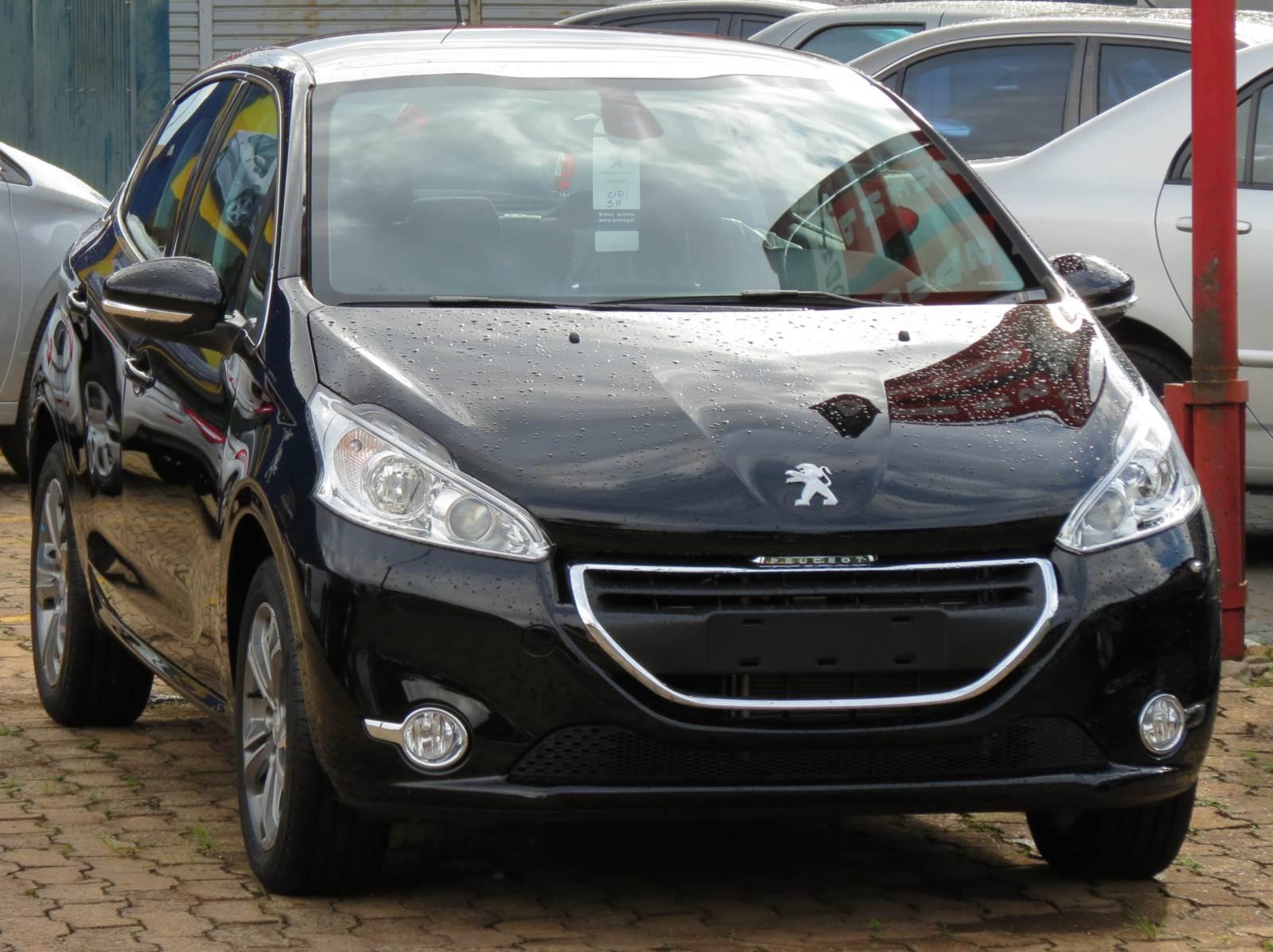 Peugeot 208 automático de 6 marchas em 2016