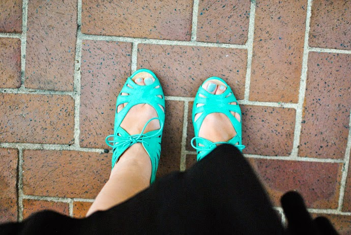 h&m, outfit, heels, dsw, teal, mint, red lip