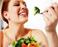 makan sayuran dan buah untuk cara diet sehat agar badan langsing dan ideal secara aman